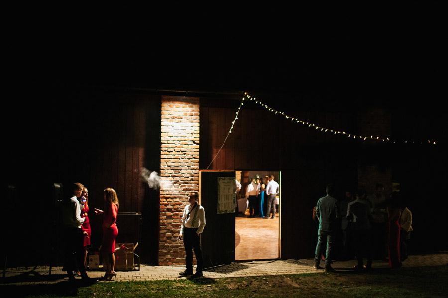 Wystrój stodoły na ślub