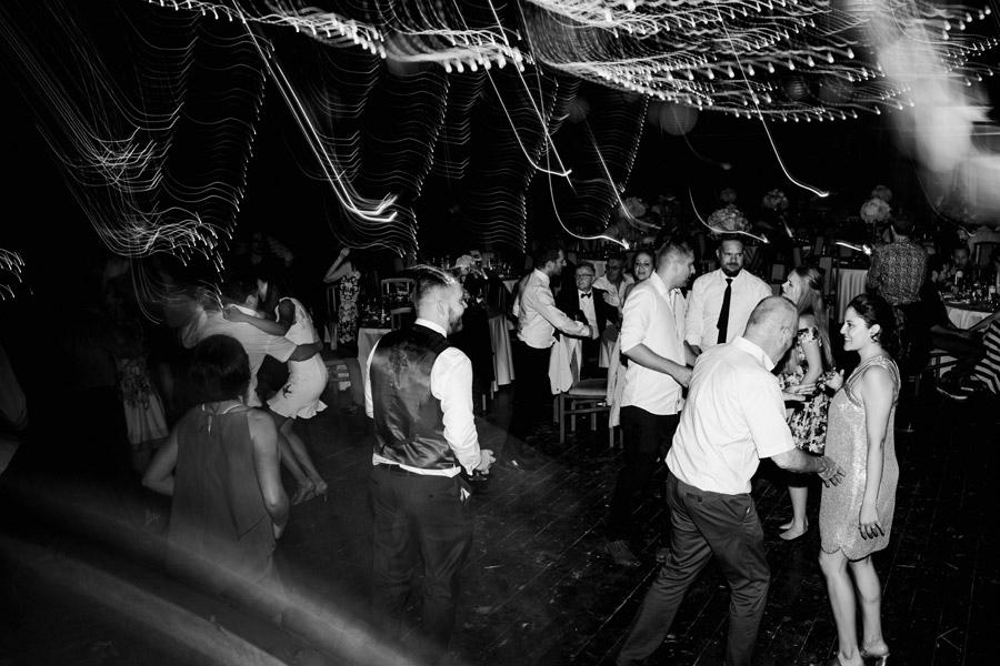 girlandy na ślub w stodole